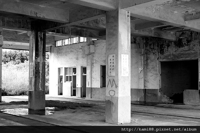 20120908台南鹽水岸內糖廠_黑白 (9)