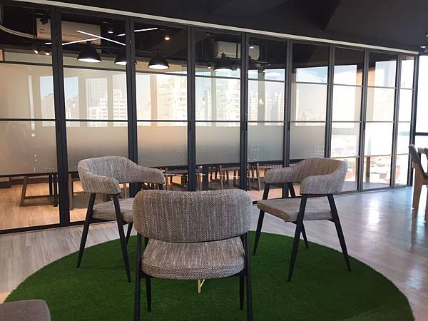 台中教室出租-約書亞2號- 全新採光會議空間