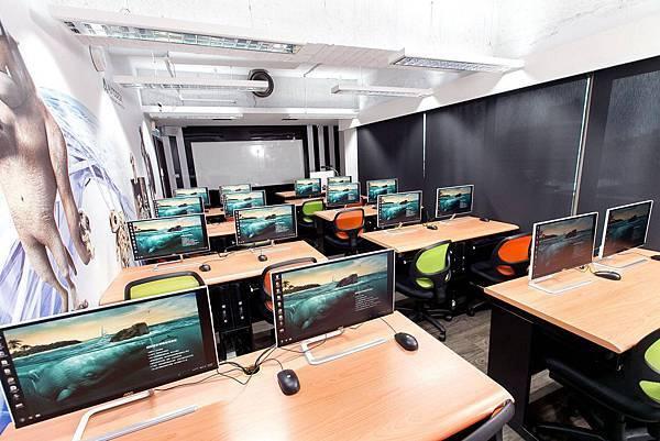 桃園教室出租-桃園市中壢-高規格電腦教室