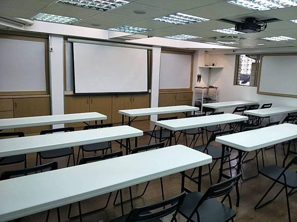 桃園火火車站教室場地租借-教室圖片.png