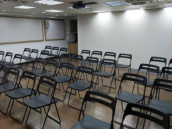 桃園火火車站教室場地租借推薦-講座型室內照片.png