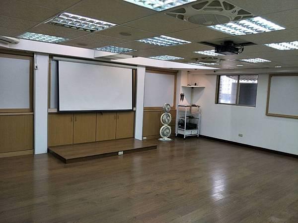 桃園火火車站教室場地租借高CP值-開放型教室室內圖片.png