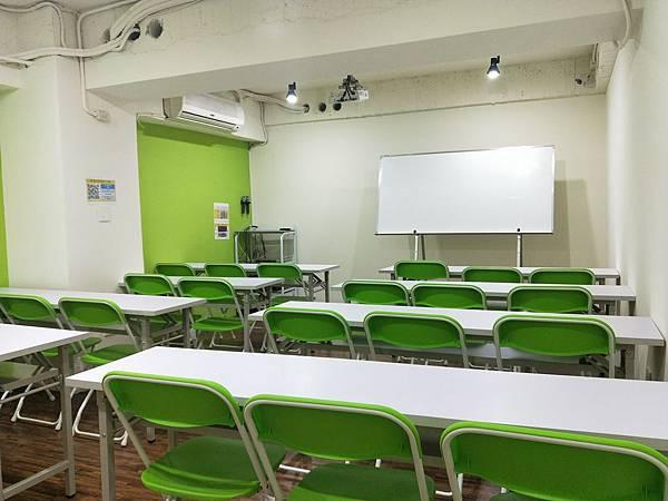 台中火車站教室租借/台中場地租借/舒適的教室環境.jpg