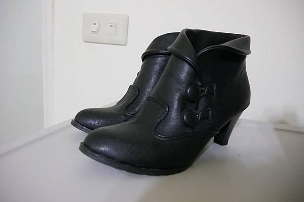 購入的高統黑靴