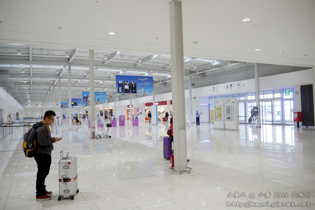 大阪的機場好空曠喔(真的是空~~)