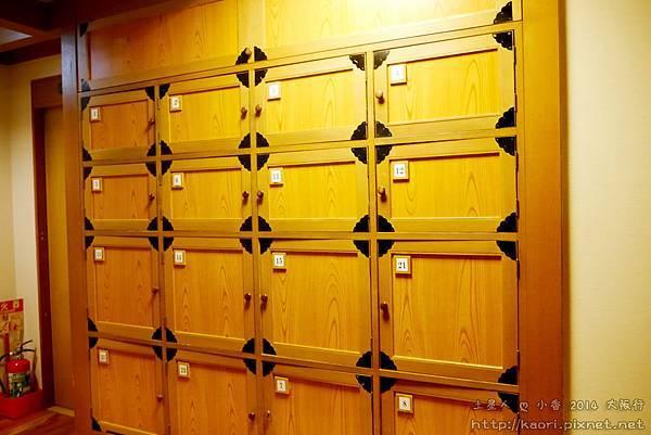 一進門的鞋櫃,要脫鞋