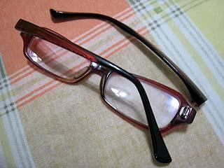 踩斷的眼鏡....