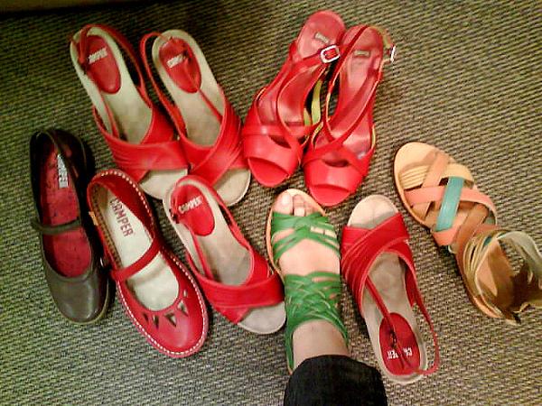 先跑去買穿鞋子
