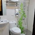 廁所(竟然沒浴缸)