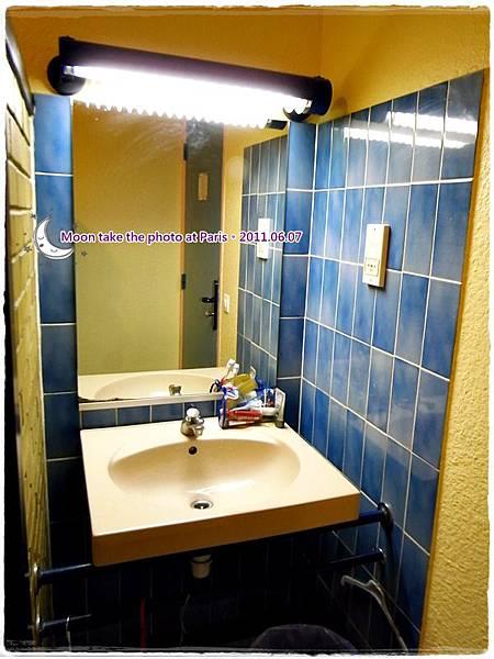 房間內簡易的洗臉台!.JPG