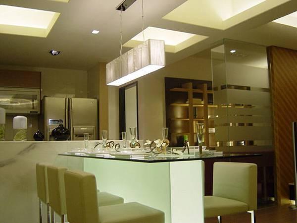 開放式的廚房與餐廳