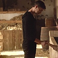 Dominion.S02E03.The.Narrow.Gate.1080p.WEB-DL.DD5.1.H.264-ECI.mkv_20150727_145834.907.jpg