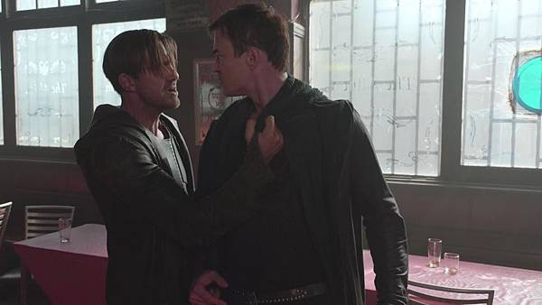 Dominion.S02E12.Day.Of.Wrath.1080p.WEB-DL.DD5.1.H.264-ECI.mkv_20151011_005826.435.jpg