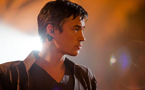 dominion-101-michael-closeup