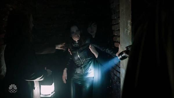 Grimm.S05E21.720p.HDTV.x264-FLEET.mkv_004455073.jpg