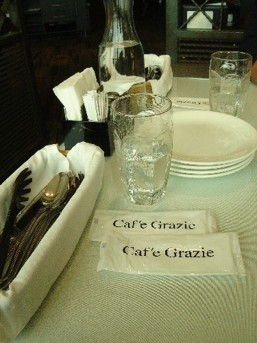 古拉爵-桌上