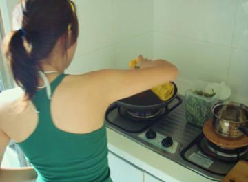 獨家哦!這是認真炒飯中的Karen。。