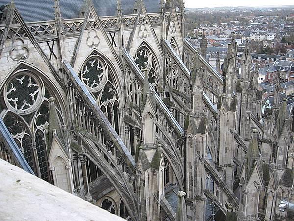 800px-Amiens_Cathédrale_Notre-dame_arc-boutant_sud-est_4.jpg
