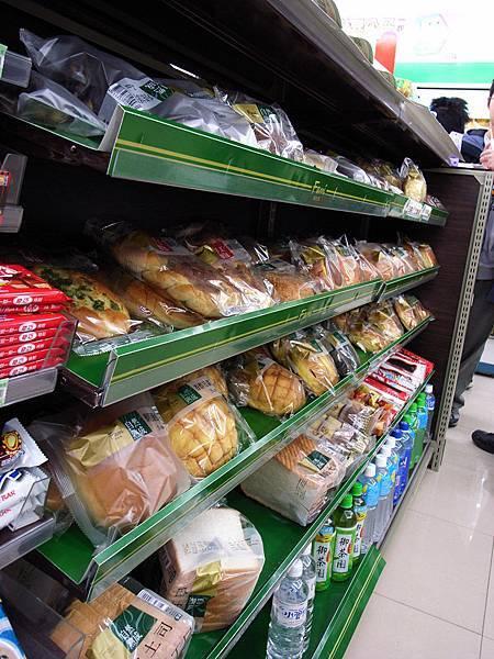 全家麵包,看起來就比小7好吃多了