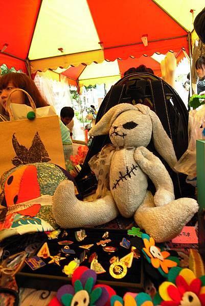 非賣兔..唉竟然拍糊了  我很喜歡這隻