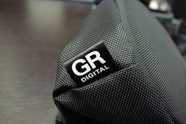 GW-1附的拉繩束口式尼龍袋,夠放進GH-1和GW-1的全部配件了