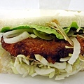 光華商場暫置區入口巷子的三明治攤