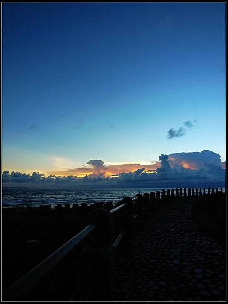 8 - 晚餐完到處晃 -02 跑去7-11後面拍夕陽