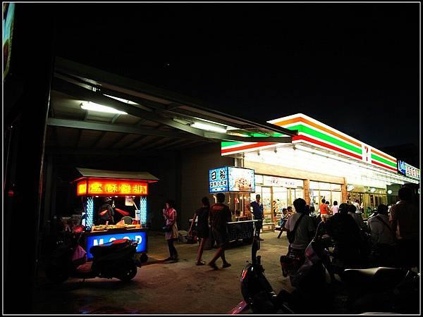 8 - 晚餐完到處晃 -05 綠島上很本島的商家
