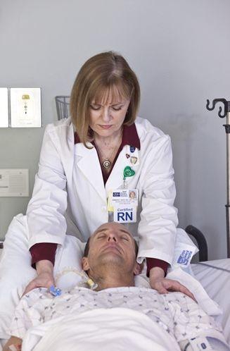 美國護理人員為重症病患傳送靈氣的實際情形