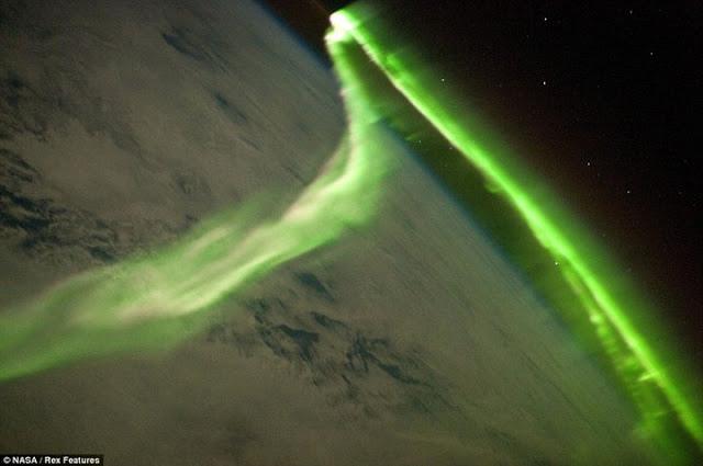 外太空看南極光-2