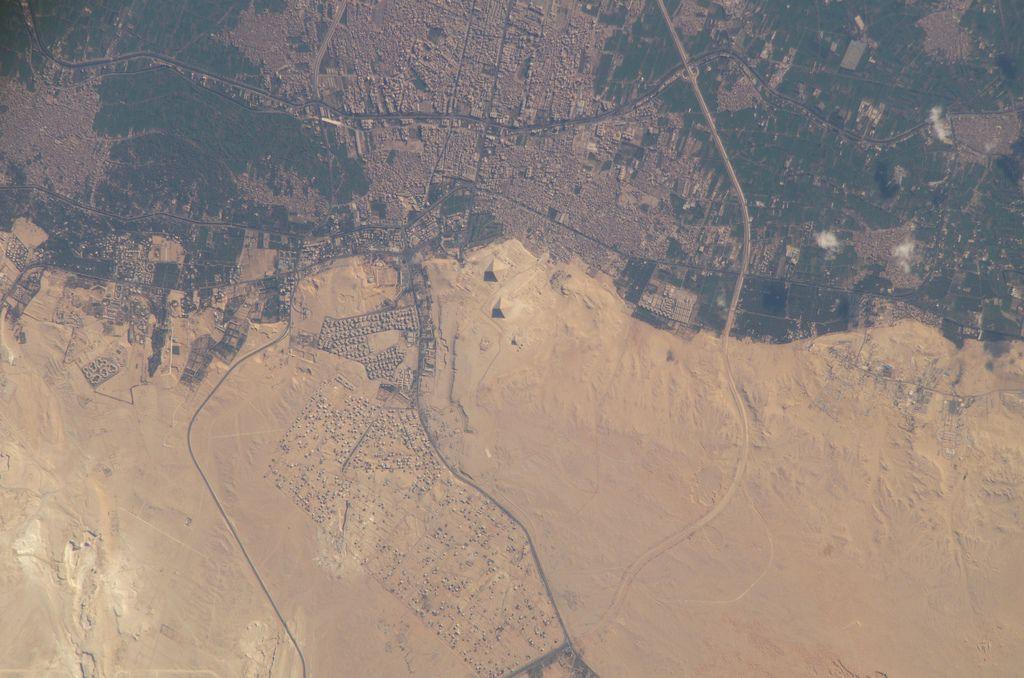 gpw-20040823-NASA-ISS010-E-22442-Earth-from-space-Great-Pyramids-El-Giza-Egypt-20050402-medium