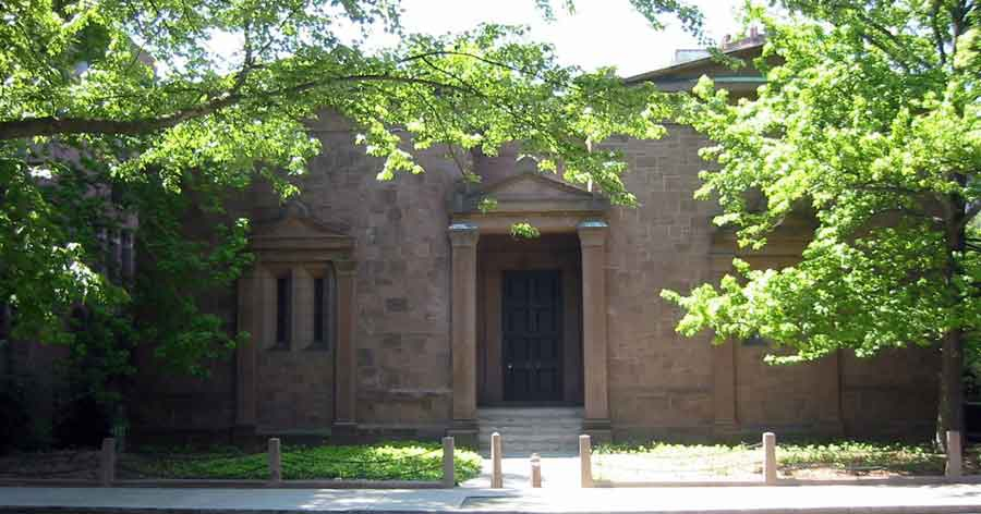 Illuminati-Skull-Bones-HQ-Burglarized-at-Yale