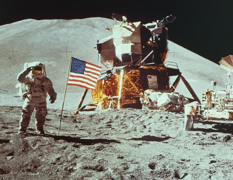 Apollo-11-moon-landing-4