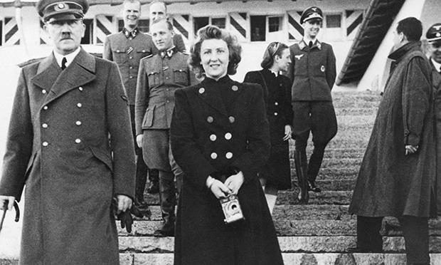 Adolf-Hitler-with-Eva-Bra-010