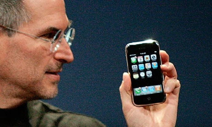 Steve-Jobs-iPhone-007