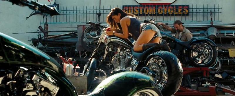 Transformers-Revenge-of-the-Fallen_Megan-Fox-motorbike_bmp1