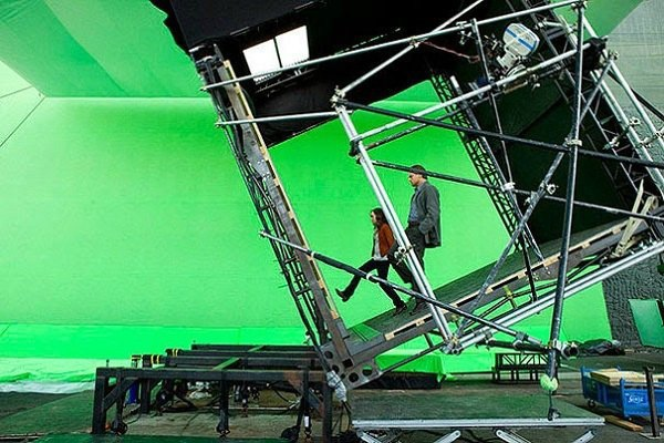 amazing-photos-of-actors-behind-the-scenes-of-movies609843945-apr-17-2015-1-600x400