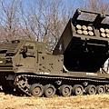 M-270 MLRS 多管飛彈系統
