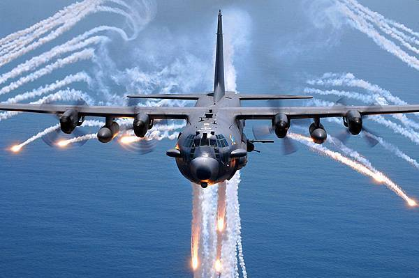 AC-130H_Spectre_jettisons_flares