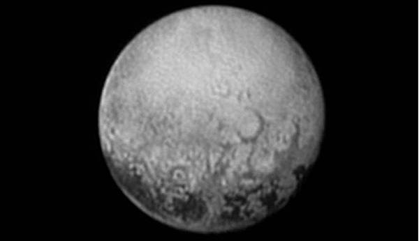 冥王星神祕黑斑