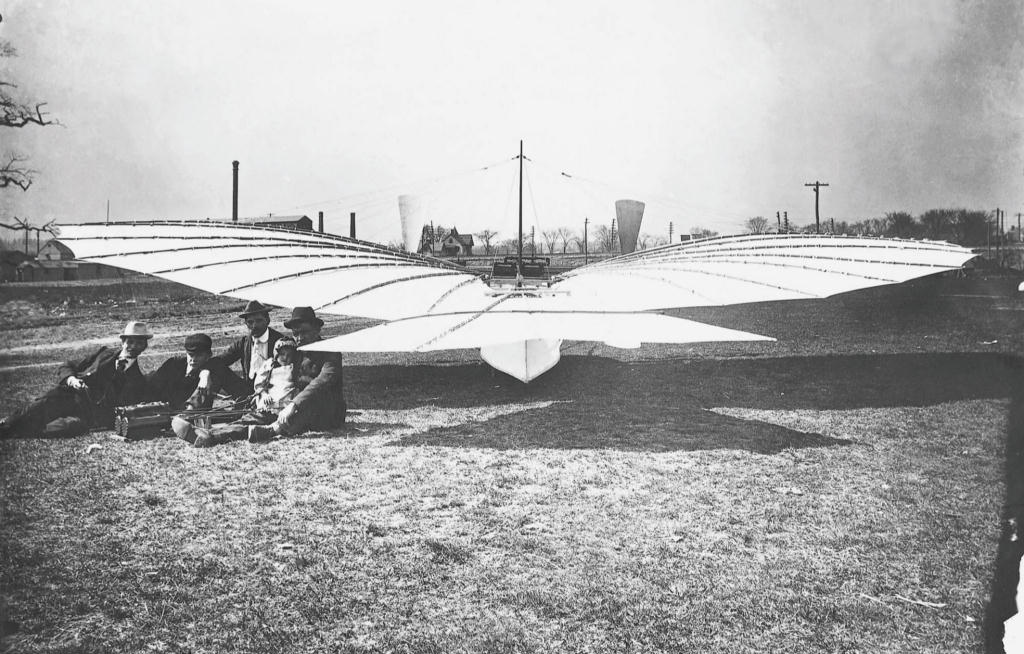 Gustave-Whitehead-with-No-21-aircraft
