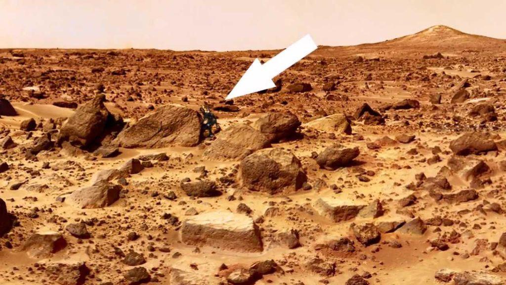 alien robot on mars