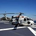 出雲號甲板上停放的海鷹直升機