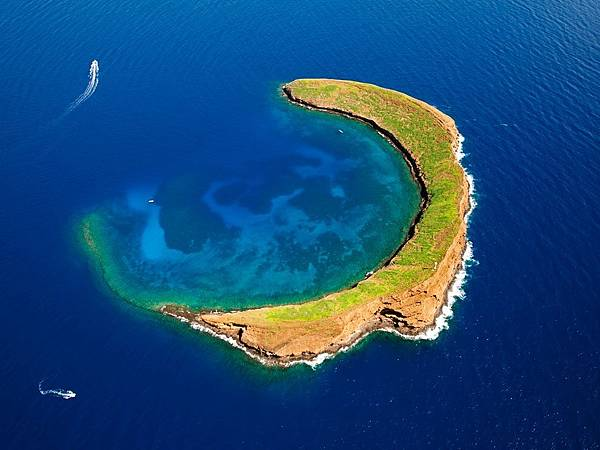 molokini-crater-hawaii