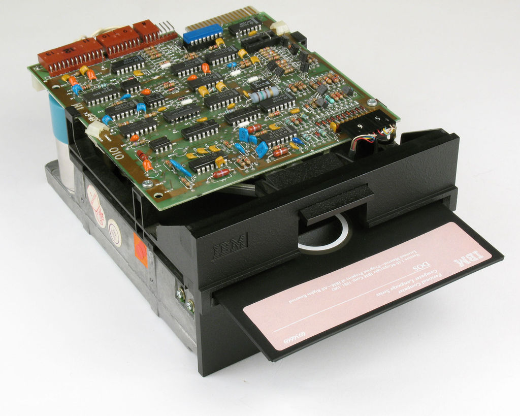 IBM_Floppy_Drive_With_DOS
