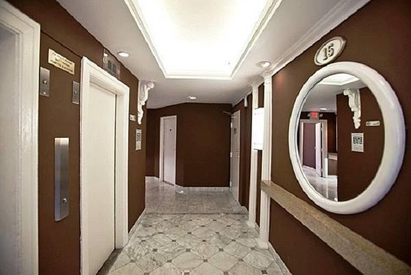 電梯外走廊