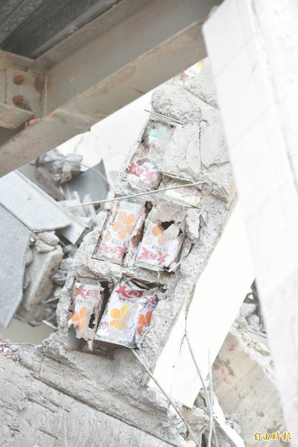 維冠大樓被發現有沙拉油桶填充物