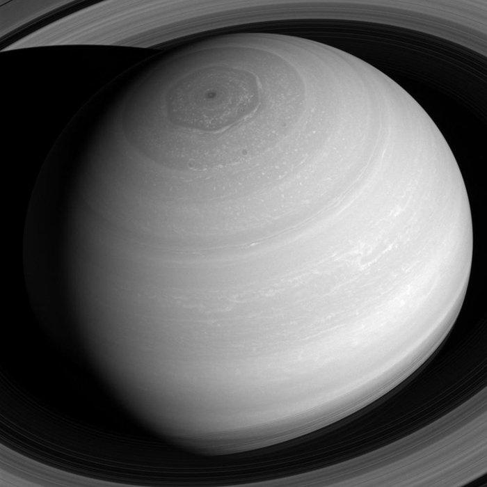 Saturn storm2_modest