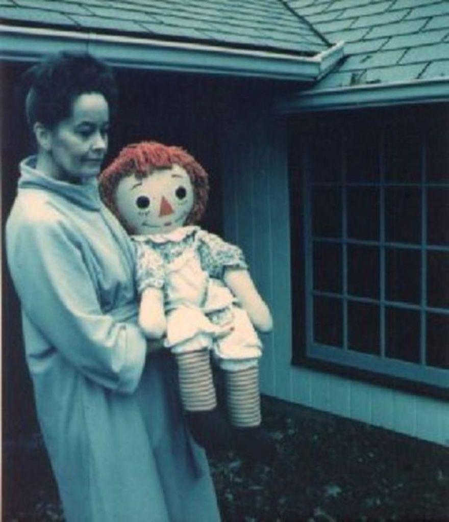 Lorraine Warren與Annabelle