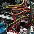 @E8400,一堆硬碟排線 & 電源線,整線的挑戰!